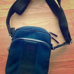 Navy vintage Coach crossbody with tons of storage